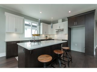 Photo 2: 34629 3RD Avenue in Abbotsford: Poplar House for sale : MLS®# R2107602