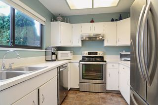 "Photo 2: 3336 VINCENT Street in Port Coquitlam: Glenwood PQ Townhouse for sale in ""Burkview"" : MLS®# R2110578"