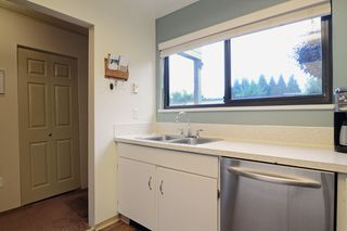 "Photo 3: 3336 VINCENT Street in Port Coquitlam: Glenwood PQ Townhouse for sale in ""Burkview"" : MLS®# R2110578"