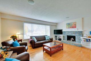 Photo 2: 5563 CHESTNUT Crescent in Delta: Delta Manor House for sale (Ladner)  : MLS®# R2118233