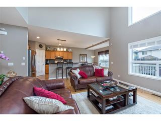 Photo 4: 131 Valley Stream Circle NW in Calgary: Valley Ridge House for sale : MLS®# C4092729