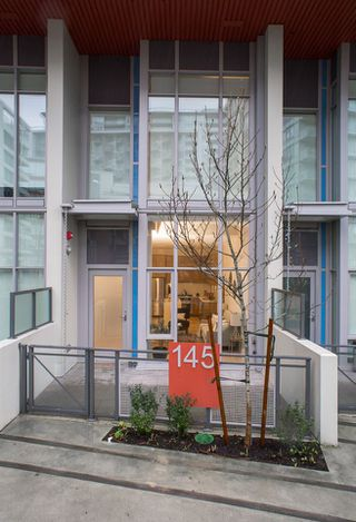 "Photo 10: 145 E 1ST Avenue in Vancouver: Mount Pleasant VE Townhouse for sale in ""BLOCK 100"" (Vancouver East)  : MLS®# R2152091"