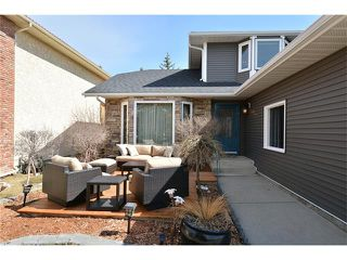 Photo 2: 610 EDGEBANK Place NW in Calgary: Edgemont House for sale : MLS®# C4110946