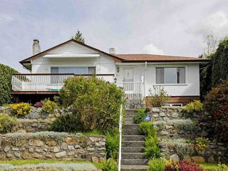 Main Photo: W. Osborne Road in North Vancouver: Upper Lonsdale House for rent