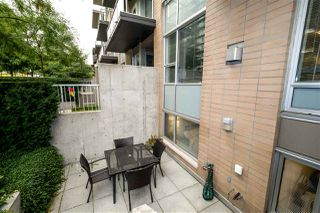 "Photo 3: TH4 1288 CHESTERFIELD Avenue in North Vancouver: Central Lonsdale Townhouse for sale in ""ALINA"" : MLS®# R2204049"