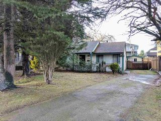 Photo 1: 6899 CLEVEDON Drive in Surrey: West Newton House for sale : MLS®# R2235480