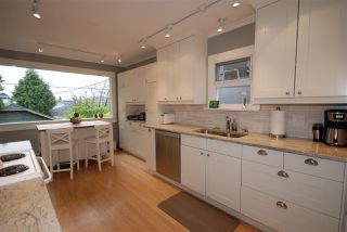 Photo 9: 3079 GRAVELEY Street in Vancouver: Renfrew VE House for sale (Vancouver East)  : MLS®# R2262350
