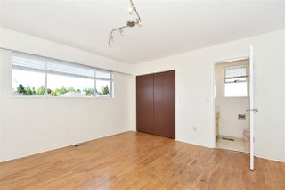 Photo 11: 5625 DUMFRIES Street in Vancouver: Knight House for sale (Vancouver East)  : MLS®# R2268170