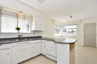 Photo 2: 5625 DUMFRIES Street in Vancouver: Knight House for sale (Vancouver East)  : MLS®# R2268170