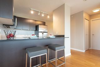 """Photo 5: 808 4178 DAWSON Street in Burnaby: Brentwood Park Condo for sale in """"TANDEM"""" (Burnaby North)  : MLS®# R2305012"""