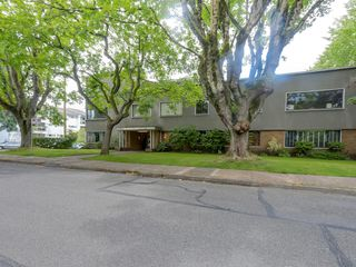 Photo 3: 206 1695 West 10th Ave in Sherwood Manor: South Granville Home for sale ()  : MLS®# R2084979