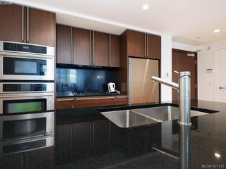 Photo 8: 202 100 Saghalie Rd in VICTORIA: VW Songhees Condo for sale (Victoria West)  : MLS®# 833456