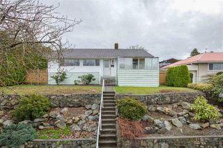 """Photo 2: 7052 SIERRA Drive in Burnaby: Westridge BN House for sale in """"Westridge"""" (Burnaby North)  : MLS®# R2493759"""