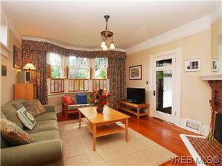 Photo 3: 1038 Chamberlain St in VICTORIA: Vi Fairfield East House for sale (Victoria)  : MLS®# 576813