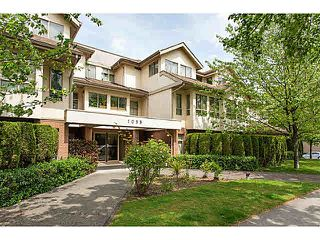 "Photo 11: 403 1099 E BROADWAY in Vancouver: Mount Pleasant VE Condo for sale in ""1099 BROADWAY"" (Vancouver East)  : MLS®# V1065407"