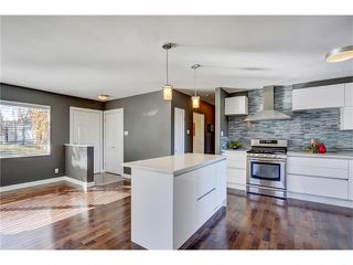 Photo 2: 5612 LADBROOKE Drive SW in Calgary: Lakeview House for sale : MLS®# C4036600