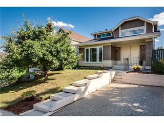 Photo 1: 31 STRATHEARN Crescent SW in Calgary: Strathcona Park House for sale : MLS®# C4076138