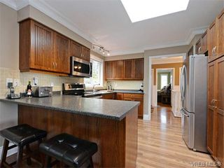 Photo 5: 1501 Cranbrook Pl in VICTORIA: SE Cedar Hill Single Family Detached for sale (Saanich East)  : MLS®# 751981