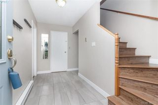 Photo 2: 567 Judah St in VICTORIA: SW Glanford House for sale (Saanich West)  : MLS®# 773869