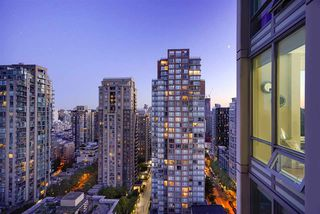 Photo 4: 2101 565 SMITHE Street in Vancouver: Downtown VW Condo for sale (Vancouver West)  : MLS®# R2292481