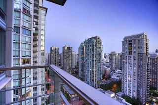 Photo 3: 2101 565 SMITHE Street in Vancouver: Downtown VW Condo for sale (Vancouver West)  : MLS®# R2292481