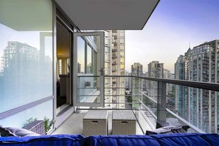 Photo 2: 2101 565 SMITHE Street in Vancouver: Downtown VW Condo for sale (Vancouver West)  : MLS®# R2292481