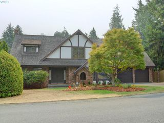 Photo 1: 2314 Greenlands Rd in VICTORIA: SE Arbutus Single Family Detached for sale (Saanich East)  : MLS®# 795675