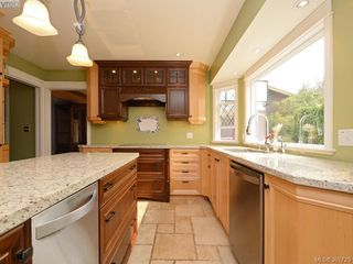 Photo 6: 2314 Greenlands Rd in VICTORIA: SE Arbutus Single Family Detached for sale (Saanich East)  : MLS®# 795675