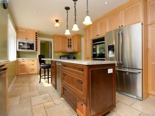 Photo 8: 2314 Greenlands Rd in VICTORIA: SE Arbutus Single Family Detached for sale (Saanich East)  : MLS®# 795675