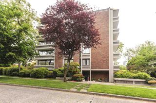 """Photo 1: 404 5350 BALSAM Street in Vancouver: Kerrisdale Condo for sale in """"Balsam House"""" (Vancouver West)  : MLS®# R2301031"""