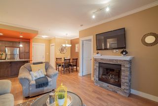 """Photo 4: 206 2068 SANDALWOOD Crescent in Abbotsford: Central Abbotsford Condo for sale in """"The Sterling"""" : MLS®# R2325184"""