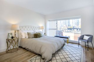 "Photo 9: 903 238 ALVIN NAROD Mews in Vancouver: Yaletown Condo for sale in ""Pacific Plaza"" (Vancouver West)  : MLS®# R2345160"
