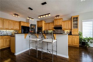 Photo 7: 1302 STRATHCONA Drive SW in Calgary: Strathcona Park Detached for sale : MLS®# C4235711