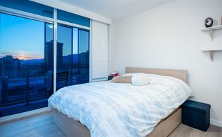 "Photo 5: 804 125 E 14TH Street in North Vancouver: Central Lonsdale Condo for sale in ""CENTREVIEW"" : MLS®# R2379594"