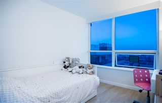 "Photo 7: 804 125 E 14TH Street in North Vancouver: Central Lonsdale Condo for sale in ""CENTREVIEW"" : MLS®# R2379594"