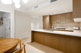 "Photo 4: 804 125 E 14TH Street in North Vancouver: Central Lonsdale Condo for sale in ""CENTREVIEW"" : MLS®# R2379594"