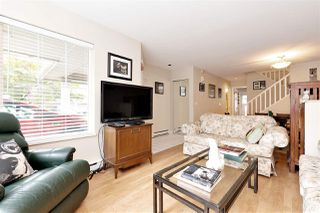 "Photo 3: 27 23085 118 Avenue in Maple Ridge: East Central Townhouse for sale in ""SOMMERVILLE GARDENS"" : MLS®# R2490067"