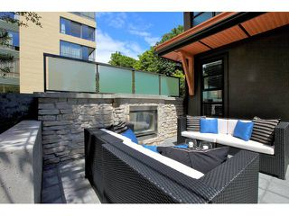 Photo 2: 611 14 Street in West Vancouver: Ambleside Townhouse for sale : MLS®# V958382