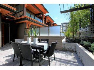 Photo 3: 611 14 Street in West Vancouver: Ambleside Townhouse for sale : MLS®# V958382