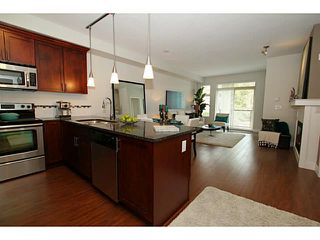 Photo 2: 305 2330 SHAUGHNESSY Street in Port Coquitlam: Central Pt Coquitlam Condo for sale : MLS®# V983643