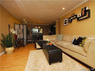 Photo 3: 314 3225 Eldon Pl in VICTORIA: SW Rudd Park Condo for sale (Saanich West)  : MLS®# 684850