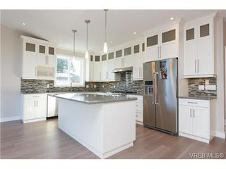 Photo 6: 3745 Ascot Dr in VICTORIA: SE Cedar Hill House for sale (Saanich East)  : MLS®# 717215
