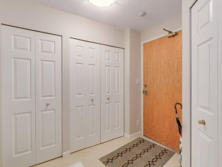 """Photo 3: 301 2189 W 42ND Avenue in Vancouver: Kerrisdale Condo for sale in """"GOVERNOR POINT"""" (Vancouver West)  : MLS®# R2098848"""