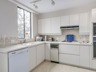 "Photo 16: 301 2189 W 42ND Avenue in Vancouver: Kerrisdale Condo for sale in ""GOVERNOR POINT"" (Vancouver West)  : MLS®# R2098848"