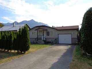 Photo 1: 241 CARIBOO Avenue in Hope: Hope Center House for sale : MLS®# R2104090