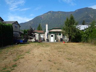 Photo 9: 241 CARIBOO Avenue in Hope: Hope Center House for sale : MLS®# R2104090