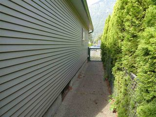 Photo 11: 241 CARIBOO Avenue in Hope: Hope Center House for sale : MLS®# R2104090