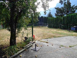 Photo 8: 241 CARIBOO Avenue in Hope: Hope Center House for sale : MLS®# R2104090