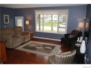 Photo 2: 37 Santa Clara Crescent in Winnipeg: Waverley Heights Residential for sale (1L)  : MLS®# 1626853