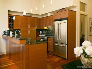 Photo 9: N101 737 Humboldt St in VICTORIA: Vi Downtown Condo for sale (Victoria)  : MLS®# 745941